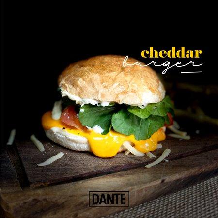 Leones, Argentina: Cheddar burger