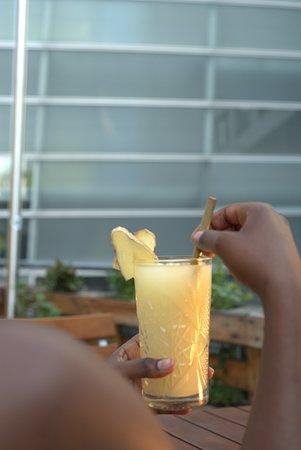 Unser selbstgemachter Drink für den Abend, frische Ananas mit Ingwer. Mit etwas Gin oder auch Alkoholfrei zu genießen :-)