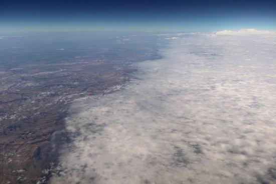 יונייטד איירליינס: UA1638 Phoenix (PHX) to Houston (IAH) 737-900W (#3407) FC Seat 3A - Final Approach to IAH - Lots of clouds