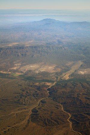 יונייטד איירליינס: UA1638 Phoenix (PHX) to Houston (IAH) 737-900W (#3407) FC Seat 3A - Mid-flight over Arizona, New Mexico and West Texas