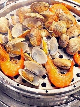 「好抵食」蒸鍋海鮮放題🦞🦐🌫🍲食左過百隻蜆啊🤩