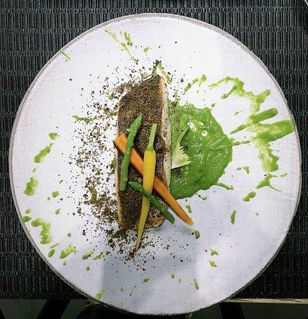 Ricciola su crema di scarola napoletana ,biscotto di olive nere e carote baby biologiche dell orto pantarei