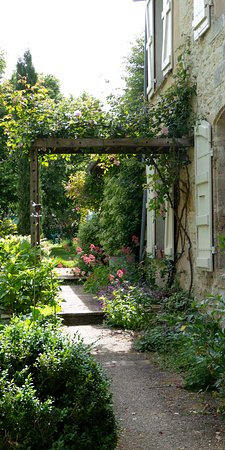 ז'ר, צרפת: L'arrière de la maison. Vue depuis la terrasse.