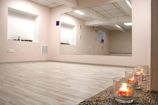 It's a cozy and comfortable Small Hall for small groups and individual classes.