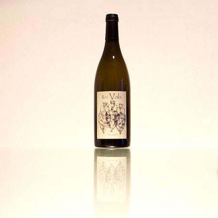 Castillazuelo, Espanja: Vino blanco Alcañón. Nuestros vinos son naturales fermentados con sus propias levaduras (fermentación alcohólica) y bacterias (fermentación maloláctica) de forma biológica y artesanal.
