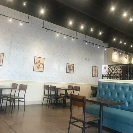 Pueblo West, CO: The spacious dining room...