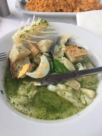 Açorda de bacalhau, já montada, pronta a comer.