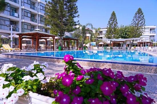 Ron Beach Hotel