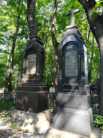 Склепы, надгробия на Введенском (Немецком) кладбище.