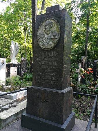 Надгробия, склепы, памятники на Введенском (Немецком) кладбище.