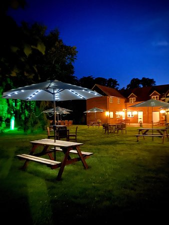 Kidmore End, UK: Our lovely garden 😊