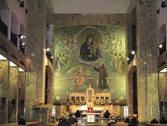 8 i km tra la struttura e il santuario di santa maria delle grazie