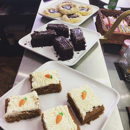 הרפנדן, UK: Mix of cakes