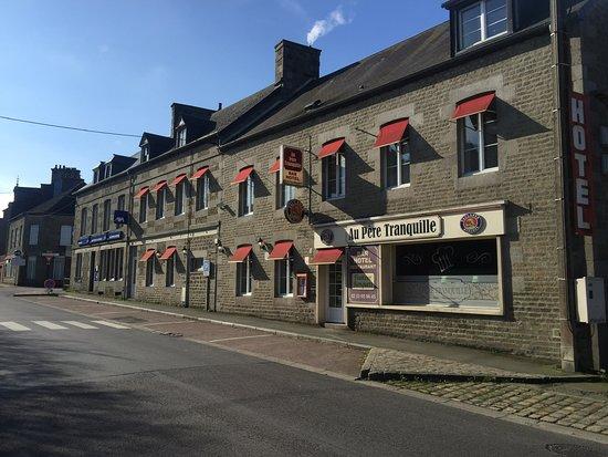 Tinchebray, France : Hôtel restaurant (façade)