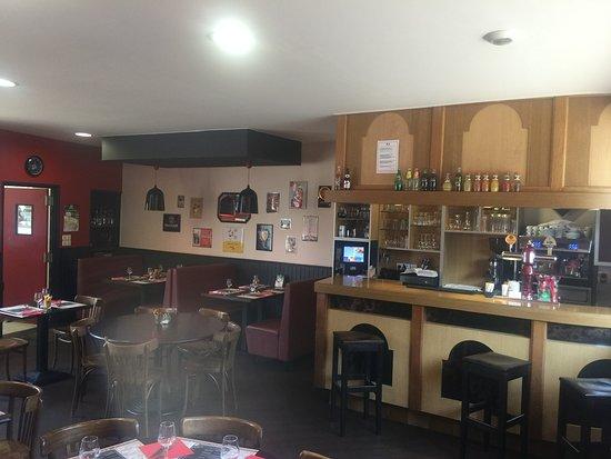 Tinchebray, France : Salle brasserie