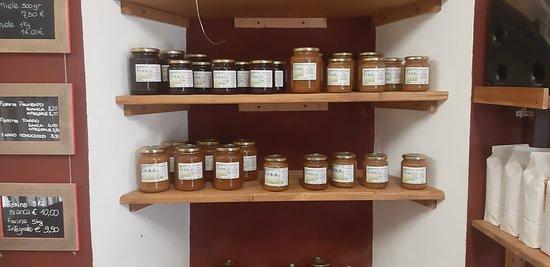 diversi titpi di ottimo miele