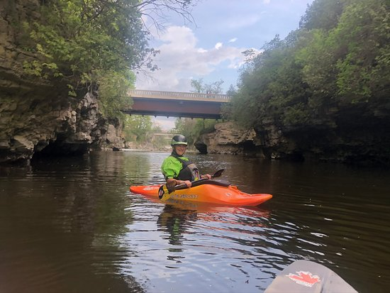 Elora, Canadá: Kayaking the Grand River.