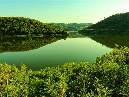 Calabria, Italia: Fai che il tuo cuore sia come un lago. Con una superficie calma e silenziosa. E una profondità colma di gentilezza (Lao Tzu)