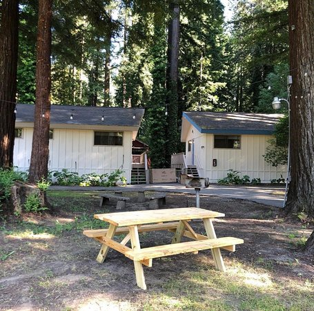 Monte Rio, Kalifornia: Cabin rentals available at Casa Secoya plus the amenities of a hotel! The perfect combination to fully enjoy the natural setting The Russian River Valley exudes.