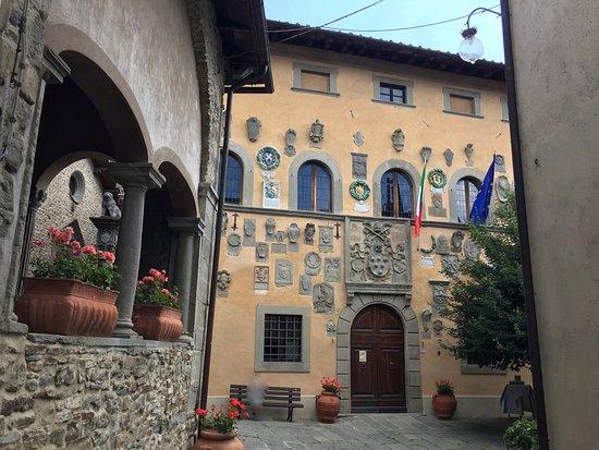 Parte del loggiato e della facciata