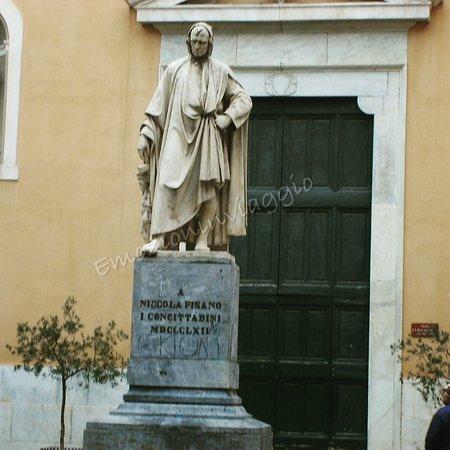 Monumento a Nicola Pisano