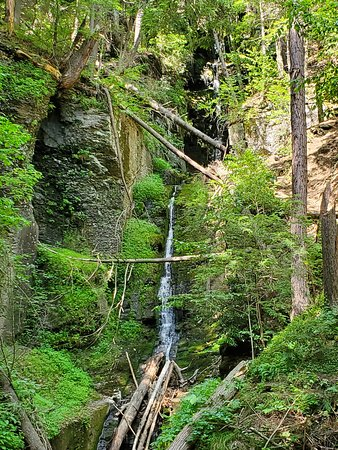 Silverthread Falls is the first waterfall you will come to while walking toward Dingman's Falls.