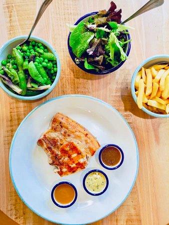 GARNITURES & SAUCES (à volonté) : Frites fraîches et salade Pâtes ou poêlée de légumes peuvent remplacer les frites  Les viandes sont accompagnées de 3 sauces : béarnaise, barbecue et poivre.