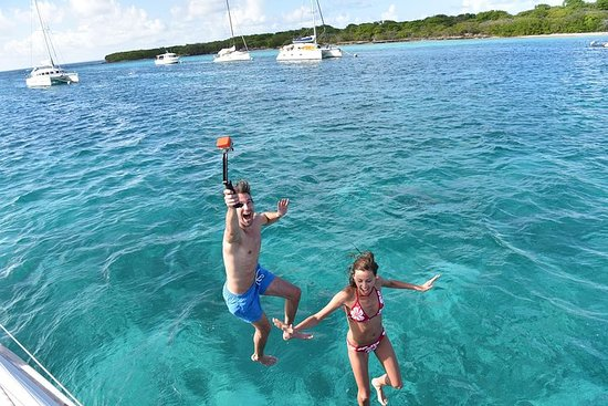 スプリットから:真新しいボートでの青の洞窟とフヴァルのツアー付きプライベート5島