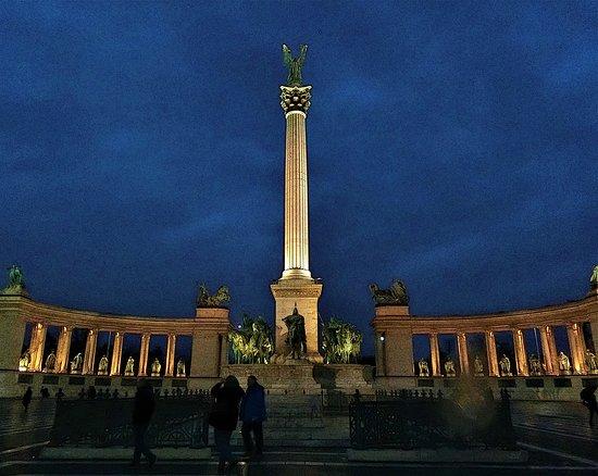 Monument in Hero's plaza.