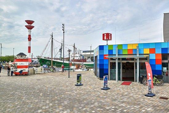 Tourist-Info & RadStation Schaufenster Fischereihafen
