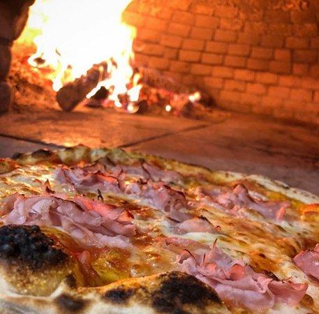 Montalieu-Vercieu, فرنسا: Pizza prosciutto faite au feu de bois 🔥