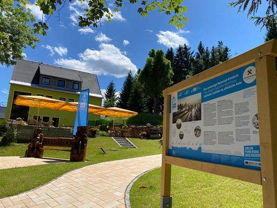 Biketreff-Erzgebirge-StonemanRoad-Blockline-Berghotel_Talblick