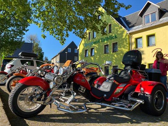 Tourenfahrer_Partnerhaus-Berghotel_Talblick-Holzhau