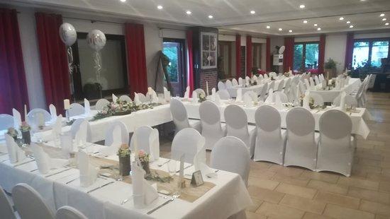 Legden, Deutschland: Unser Saal freut sich auf bis zu 170 Gäste, die am Tisch kulinarisch verwöhnt werden wollen...