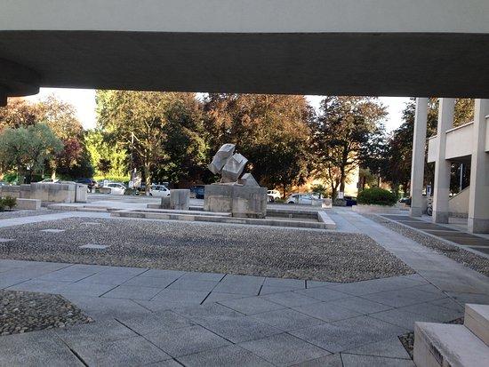Fontana di Gio Pomodoro