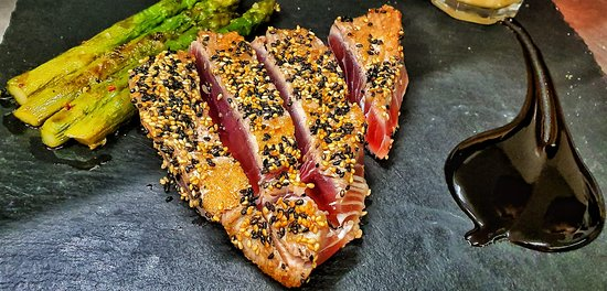 Asado's Steak vom Yellowfin Thunfisch in Sesamkruste