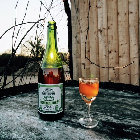 Cidre brut, effervescence naturelle, sans ajout de sulfites, pommes non traitées !