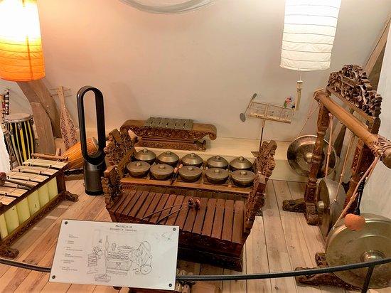 Musikenfete est une découverte bluffante : un musée à taille humaine aux ressources exceptionnelles. Le monsieur qui s'occupait de la boutique, du musée Musikenfete et de sa visite guidée, fut un hôte précieux et chaleureux.