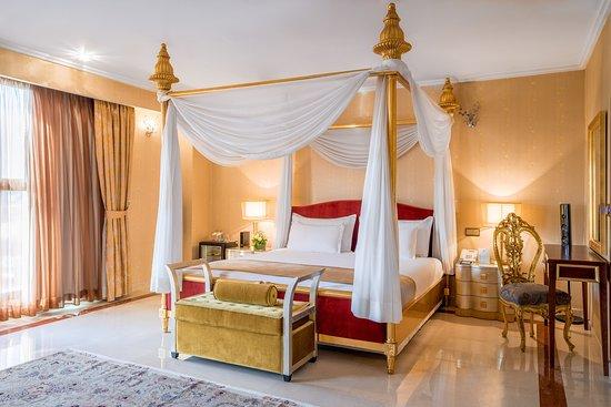 Presidential Suite - Spacious King Bedroom