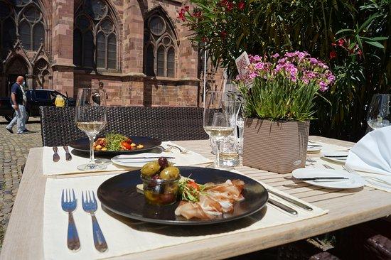 Speisen auf der Münsterplatzterrasse