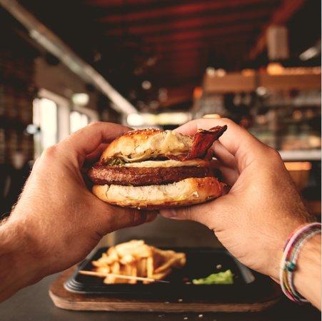 """Hamburger detto """"Il classico""""."""
