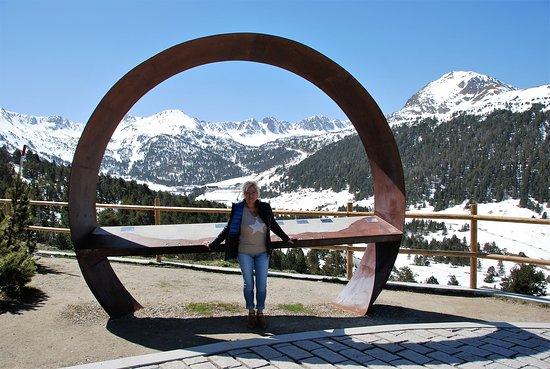 Andorra: Souvenirs de Voyages --- Andorre -- Belvédère en montant le col d'Envalira avec la vue de fin de printemps sur Grau Roig -- Prochain passage avant la fin de la semaine  🤩🤩 20.07.01
