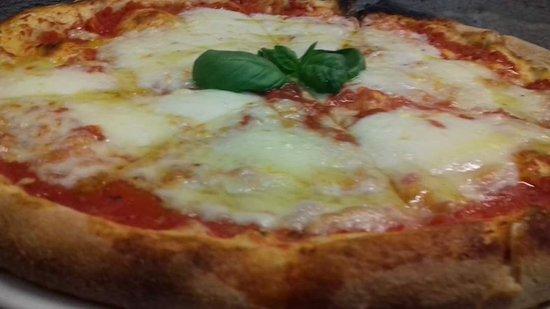 la nostra pizza margherita. Solo mozzarella freschissima