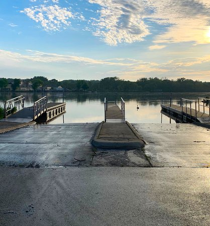 Marseilles, אילינוי: Boat launch at Illini State Park