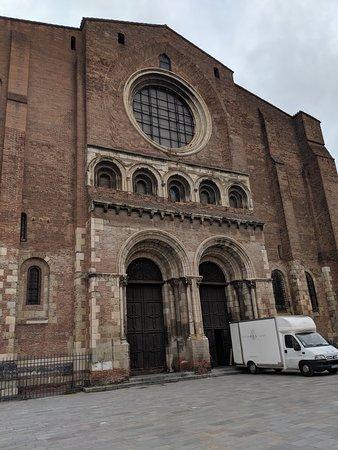 End double doors to Saint Sernin's church.