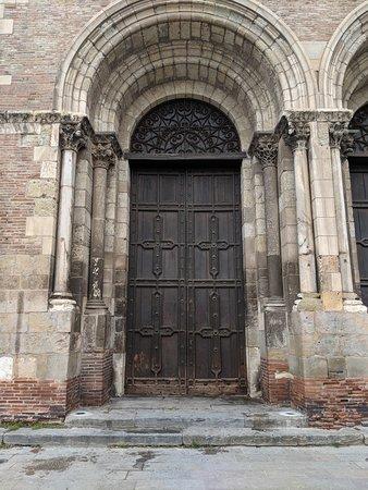 Close up of  End double doors to Saint Sernin's church.