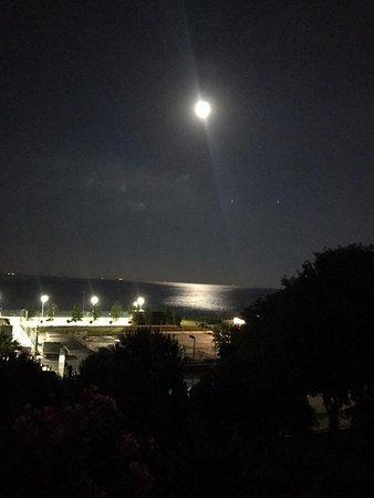 Muhteşem ay ve deniz
