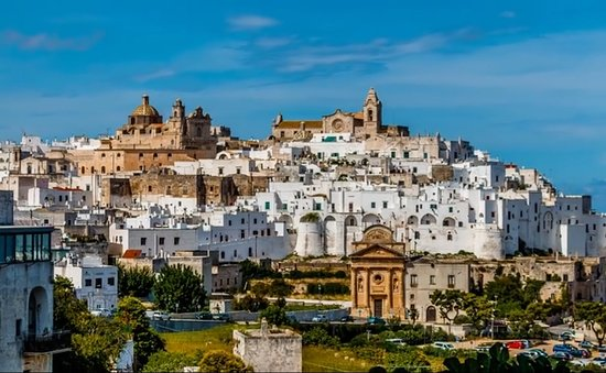 Puglia, İtalya: centro storico sulle colline