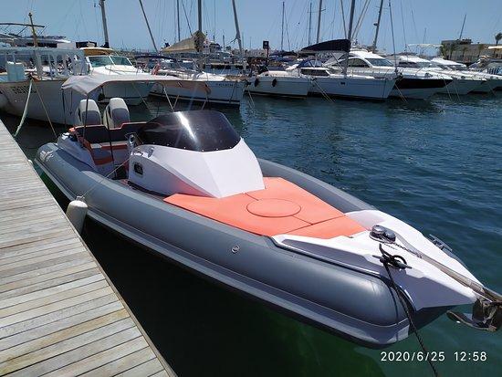 La Savina, Španielsko: Semirrígida MV Marine Mito 31 C con dos motores Suzuki DF350A. Provista de cabina con aseo completo y dinette en popa. Gran solarium en proa y popa. Preparada para disfrutar del mar !!