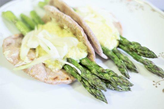 Tacos con stracchino e asparagi